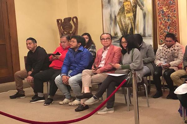 Duta Besar Indonesia untuk Selandia Baru,  Tantowi Yahya dan sang istri, Dewi Yahya beserta jajaran staf KBRI Wellington hadir menyaksikan perhitungan suara yang dimulai sejak pukul 6 sore waktu setempat, 17 April 2019. - Dok. KBRI Selandia Baru