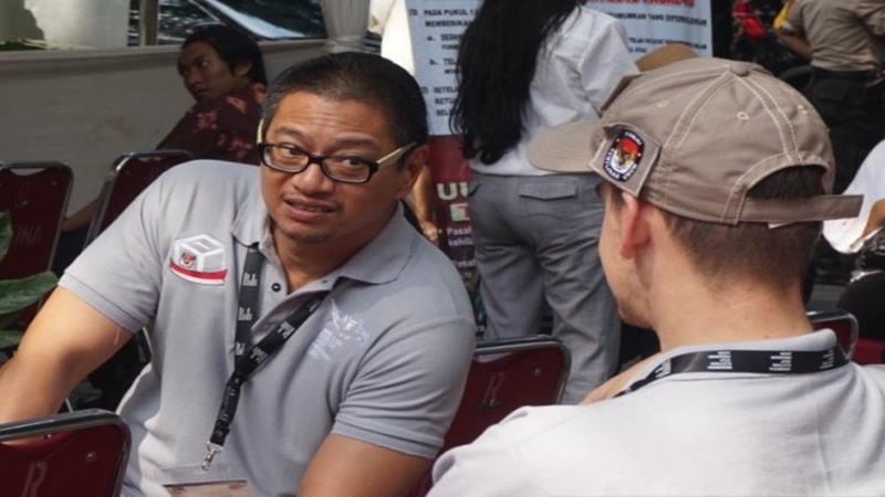 Wakil Ketua Komisi Pemilihan Umum Malaysia Azmi Sharom (kiri) di Taman Suropati Jakarta, Rabu (17/4/2019). - Antara