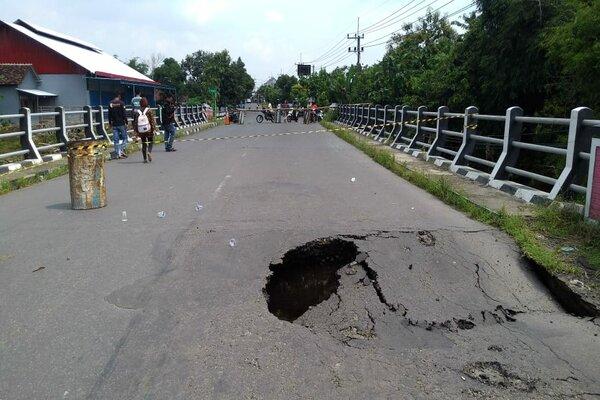 Kondisi jembatan Patimura di Desa Bajulan, Kecamatan Saradan, Kabupaten Madiun, ambrol, Rabu (17/4/2019). - JIBI/Abdul Jalil