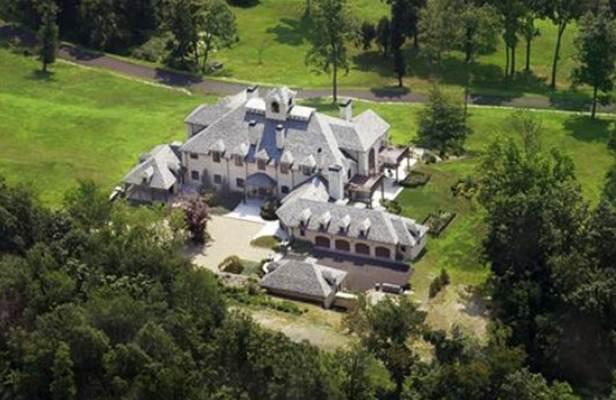 Ilustrasi-Foto aerial rumah mewah berukuran 2.415 meter persegi bergaya Tuscan-style di Greenwich, Connecticut, AS/REUTERS-Stanley Jesudowich - Handout