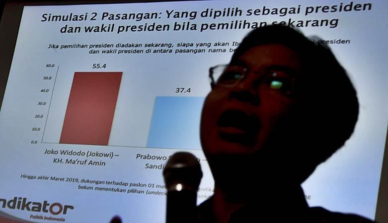 Direktur Eksekutif Indikator Politik Indonesia Burhanuddin Muhtadi memaparkan hasil survei Indikator Politik Indonesia. - Bisnis