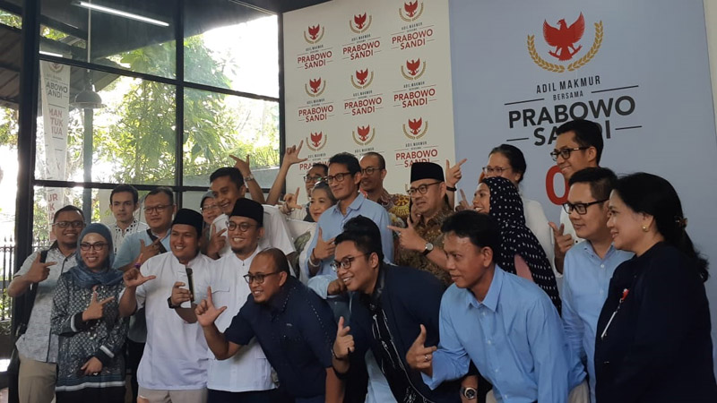 Sandiaga Uno dan anggota BPN setelah konferensi pers di Media Center Prabowo-Sandi di Jalan Sriwijaya, Jakarta Selatan hari Senin 22 April 2019. - Bisnis/Feni Freycinetia Fitriani