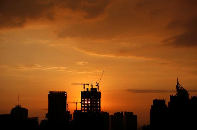 Aktivitas konstruksi properti di Jakarta - Reuters/Darren Whiteside