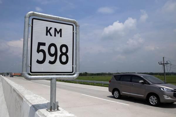 Kendaraan melintas di ruas jalan tol Trans Jawa di kilometer 598 Madiun, Jawa Timur, Kamis (20/12/2018). - JIBI/Nurul Hidayat