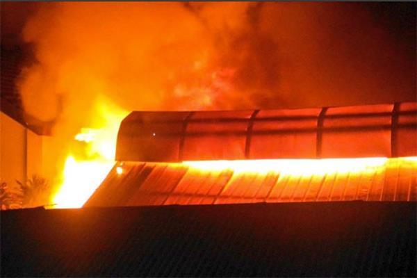 Ilustrasi - Kebakaran melanda Pasar Gembrong Lama, Jakarta Pusat, pada Jumat dinihari (8/12/2017). - Antara
