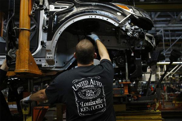 Proses produksi di pabrik perakitan Ford Motor Co. di Louisville, Kentucky.   - Bloomberg