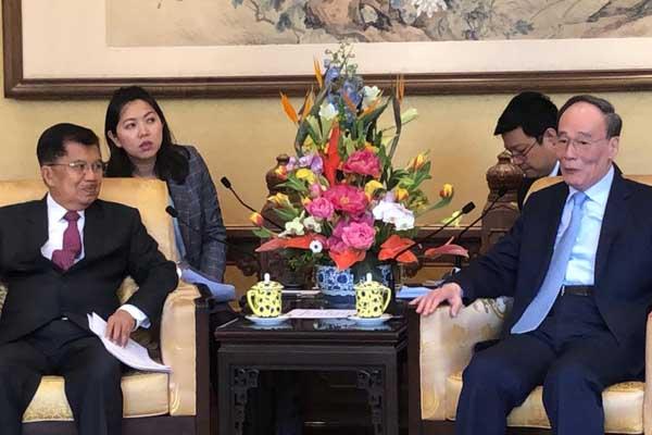 Wapres RI Jusuf Kalla dan Wapres Cina Wan Qishan melakukan pertemua bilateral di Istana Wapres Cina, Jumat (25/4/2019). Pertemuan tersebut digelar untuk menyambut delegasi Indonesia pada konferensi tingkat tinggi Belt and Road di Beijing pada 26-27 April - Biro Setwapres).
