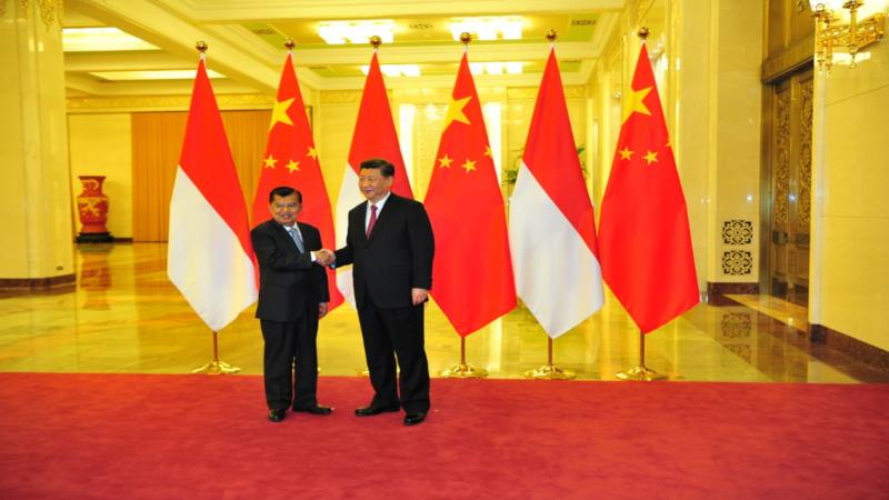 Wapres RI Jusuf Kalla bertemu Presiden Cina Xi Jinping untuk membicarakan hubungan dagang dua negara, khususnya dalam Belt And Road Forum II. Pertemuan bilateral dilaksanakan di ruang Eastern, Great Hall of People, Beijing pada Kamis (25/4/2019). - Bisnis/Setwapres