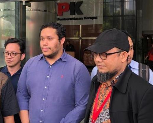 Manager Advokasi Asia Pasifik Amnesty Internasional Fransisco Bencosme (dua dari kanan) dan Novel Baswedan (kanan) - Foto: Bisnis
