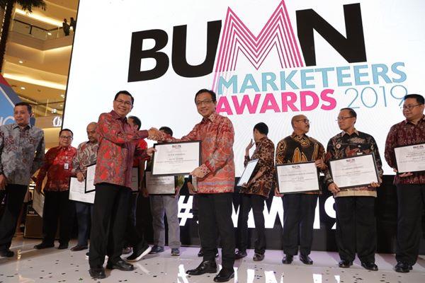 PLN dan anak usahanya yakni bright PLN Batam menerima sepuluh penghargaan dalam ajang BUMN Marketeers Awards 2019, Rabu (24/4/2019) di Grand Atrium Kota Kasablanca, Jakarta. - istimewa