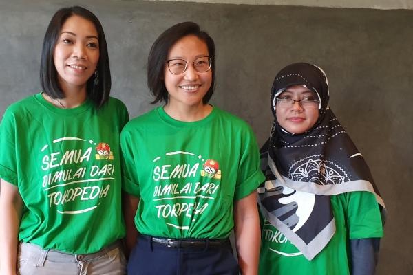 Tiga penjual inspiratifTokopediadari Yogyakarta hadir dalam acara Media Gathering Seller Visit, Jumat (26/4/2019). Mereka adalah Dwi Isti Minarni pemilik brand Jogja Batik (kanan), Nana Widjaja pemilik brand Artesana (tengah), dan Sie Yulyani Retno Nugroho (kiri) pemilik brand Bagus Baby Fashion - Bisnis/Siti Munawaroh