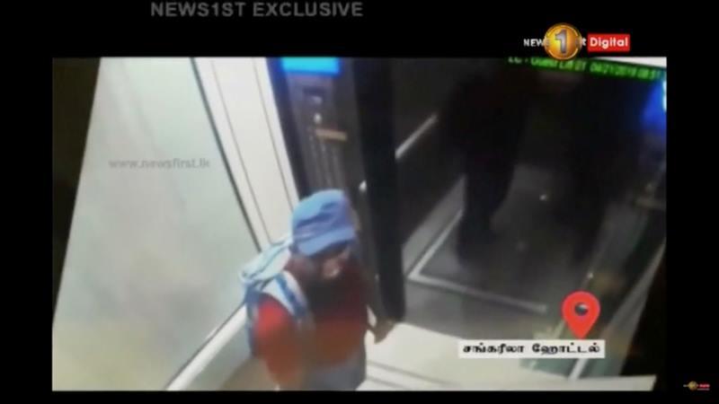 Seorang pria diduga pelaku pengebom, menyandang ransel terlihat di lift hotel Shangri La di Kolombo, Sri Lanka, Minggu (21/4/2019. Foto diambil dari rekaman CCTV. - Reuters