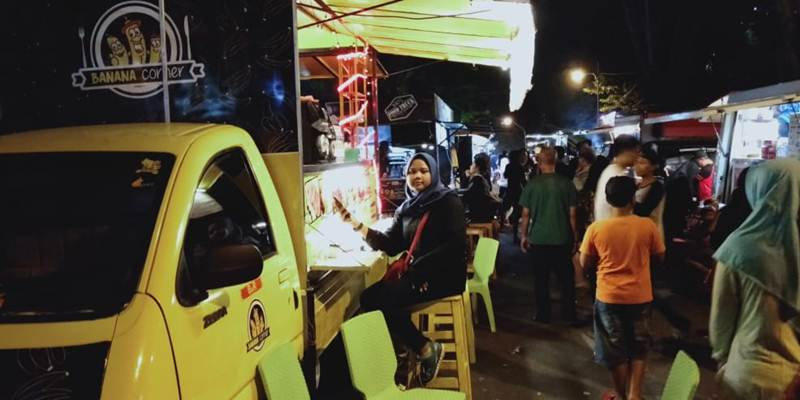 Suasana Food Truck Festival Kuliner Pinggil Kali 2019 - Bisnis/Alif Nazalla Rizqi