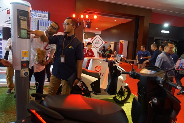PLN Hadir dalam Indonesia International Motor Show (IIMS) 2019 di JIEXPO Kemayoran bersama Motor Listrik Gesits sebagai bentuk dukungan PLN terhadap era kendaraan listrik