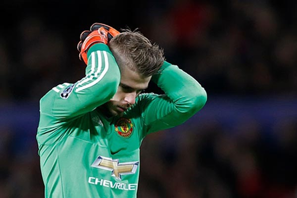 Penjaga gawang Manchester United David de Gea - Reuters