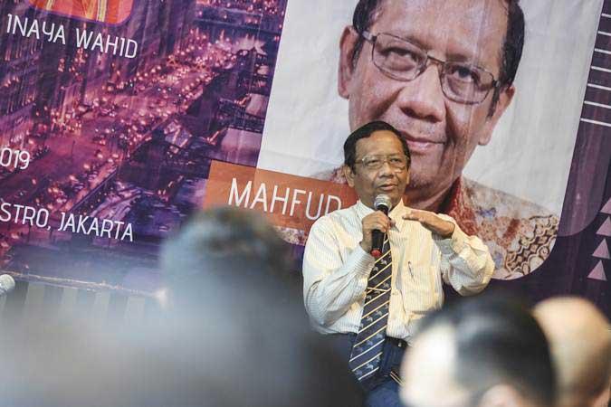 Mantan Ketua Mahkamah Konstitusi Mahfud MD memberikan pandangannya pada Bincang Millenial bersama Mahfud MD, di Jakarta, Senin (15/4/2019). - ANTARA/Muhammad Adimaja