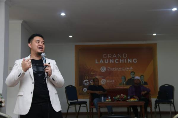 Owner Durian Land, Alfriansyah memberikan paparan dalam acara Grand Launching Grand Emerald Transformation dan Giethorn Village di Jonggol - Istimewa