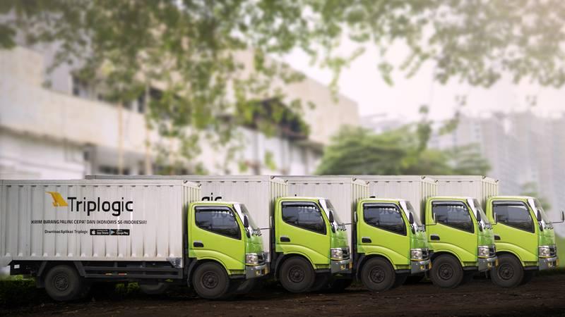 Armada mobil boks milik Triplogic, perusahaan rintisan yang bergerak di bidang logistik on/demand.