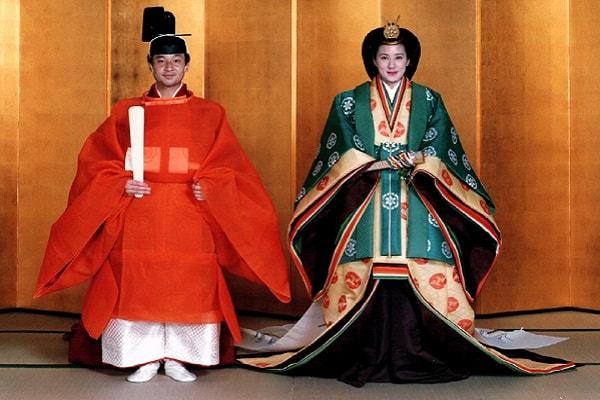 Pangeran Naruhito dan istrinya, Putri Masako dalam upacara pernikahan pada Juni 1993 - Reuters