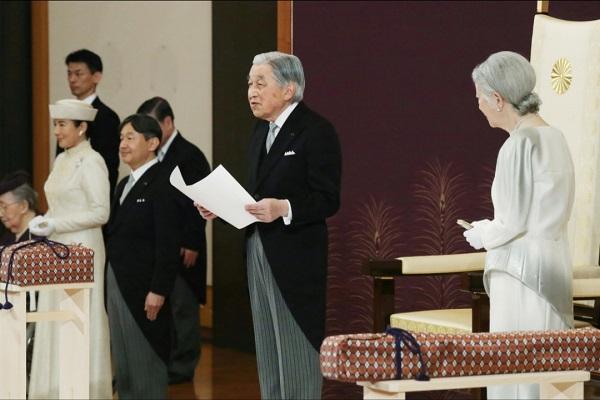 Kaisar Akihito menyampaikan pidato resmi terakhirnya jelang turun dari takhta Krisantium pada Selasa (30/4/2019) - Pool via Reuters