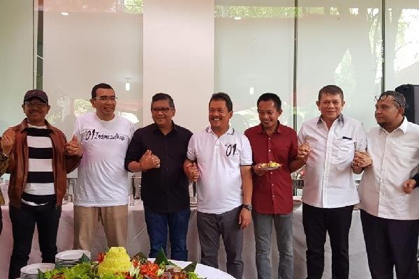 TKN Jokowi-Ma'ruf bersama Tim Sosial Media TKN menggelar syukuran kemenangan capres-cawapres Jokowi-Ma'ruf di bilangan Patra Kuningan, Selasa (30/4/2019) - Doc. Humas