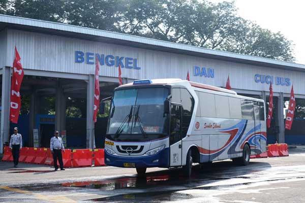 Ilustrasi - Terminal Tirtonadi, Surakarta. - Hino