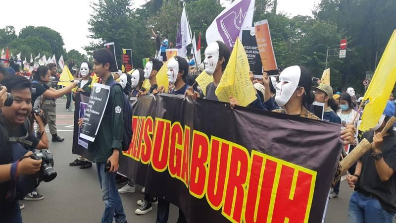Sejumlah jurnalis yang tergabung dalam Aliansi Jurnalis Independen (AJI) Indonesia, AJI Jakarta, Federasi Serikat Pekerja Indonesia (FSPI) dan lainnya melakukan orasi dan long march dalam rangka hari buruh atau May Day pada Rabu (1/5/2019). JIBI/Bisnis - Yanita Patriella