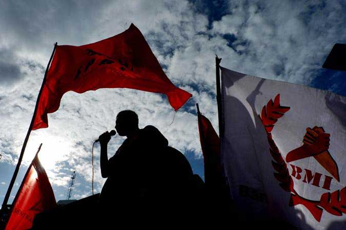 Buruh dari berbagai serikat pekerja melakukan aksi memperingati Hari Buruh Internasional (May Day) di kawasan Jalan Sudirman-Thamrin, Jakarta, Rabu (1/5/2019). - Bisnis/Nurul Hidayat