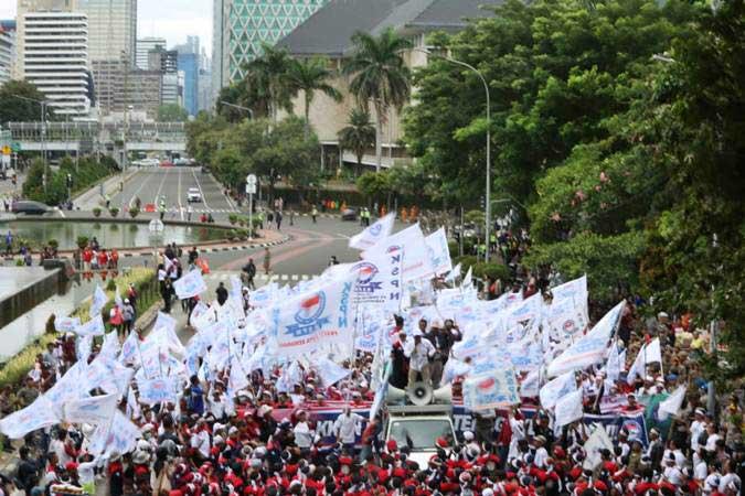 Buruh mengikuti aksi memperingati Hari Buruh, di Jakarta, Rabu (1/5/2019). - Bisnis/Nurul Hidayat