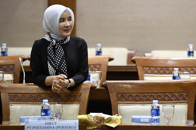 Direktur Utama PT Pertamina Nicke Widyawati saat bersiap mengikuti Rapat Dengar Pendapat (RDP) dengan Komisi VII DPR di Kompleks Parlemen, Senayan, Jakarta, Rabu (6/3/2019). - ANTARA/Puspa Perwitasari