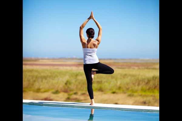Pose yoga suryanamaskar. - Istimewa