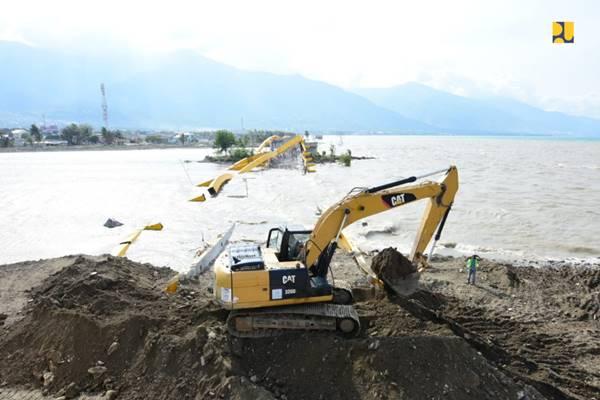 Jembatan Ponulele pasca-diterjang tsunami dan gempa Palu. - Dok. Kementerian PUPR