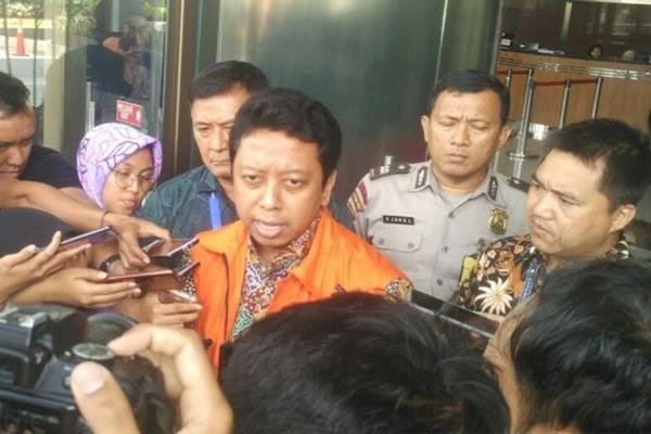Tersangka suap pengisian jabatan di lingkungan Kementerian Agama RI Tahun 2018-2019, Romahurmuziy alias Rommy, di Gedung KPK, Jakarta, Jumat (22/3/2019). - Antara