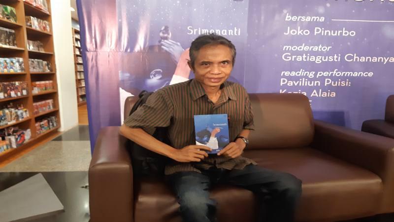 Penyair Joko Pinurbo merilis novel pertama yang diberi judul Srimenanti. JIBI/Bisnis - Syaiful Millah