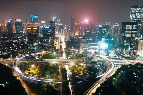 Kota Jakarta dari simpang susun semanggi di Jakarta, Minggu (19/11) malam. - JIBI/Abdullah Azzam