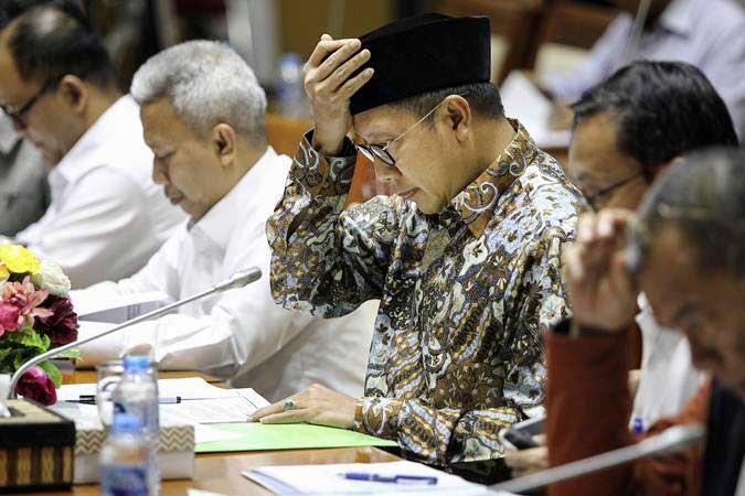 Menteri Agama Lukman Hakim Saifuddin (tengah) mengikuti rapat kerja dengan Komisi VIII DPR di Kompleks Parlemen, Senayan, Jakarta, Senin (4/2/2019). - ANTARA/Dhemas Reviyanto