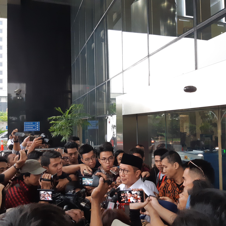 Menag Lukman usai diperiksa KPK - Bisnis/Ilham Budhiman