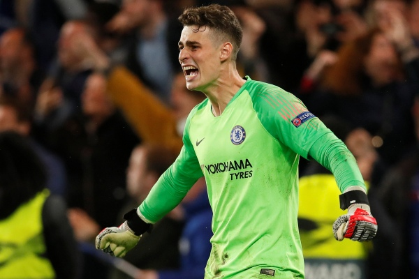 Kepa Arrizabalaga seusai memastikan kemenangan adu penalti Chelsea vs Eintracht Frankfurt - Reuters
