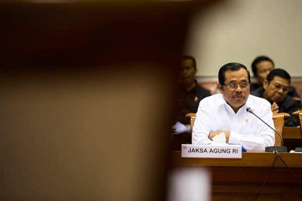 Jaksa Agung HM Prasetyo menyampaikan presentasinya saat mengikuti rapat kerja dengan Komisi III DPR RI di Gedung DPR, Senayan, Jakarta, Selasa (30/6).  - Antara