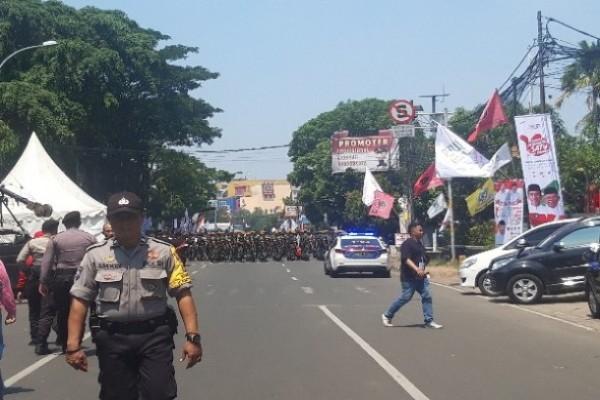 Jalan di Daan Mogot Tangerang - Mia Chitra Dinisari