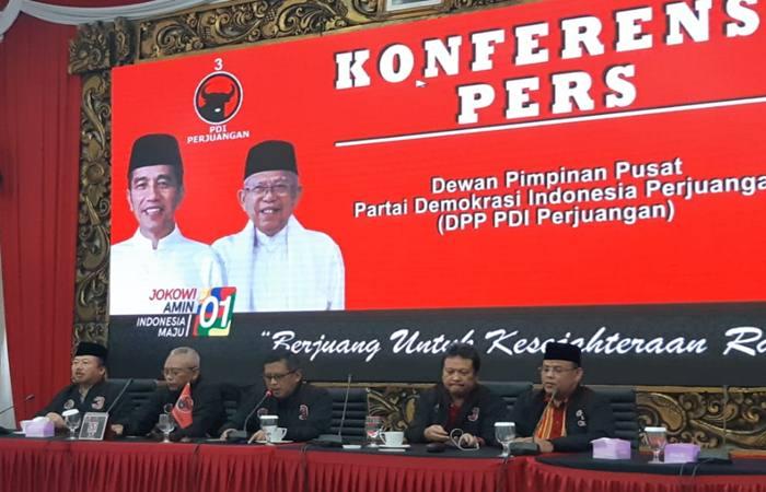 Jajaran Pengurus PDI Perjuangan dipimpin oleh Sekjen PDIP Hasto Kristiyanto menjelaskan sistem informasi perhitungan hasil C1 suara nasional milik Badan Saksi Pemilu Nasional PDIP untuk Pilpres dan Pileg 2019 - Bisnis/Aziz R