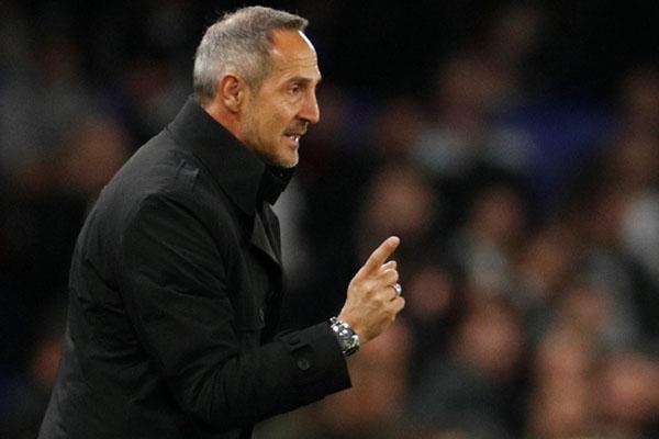 Pelatih Eintracht Frankfurt Adi Hutter - Reuters/John Sibley