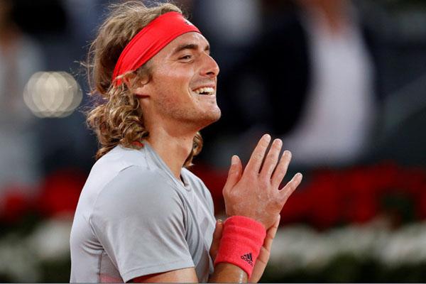 Petenis Stefanos Tsitsipas setelah menundukkan Rafael Nadal di semifinal Madrid Terbuka. - Reuters/Susana Vera