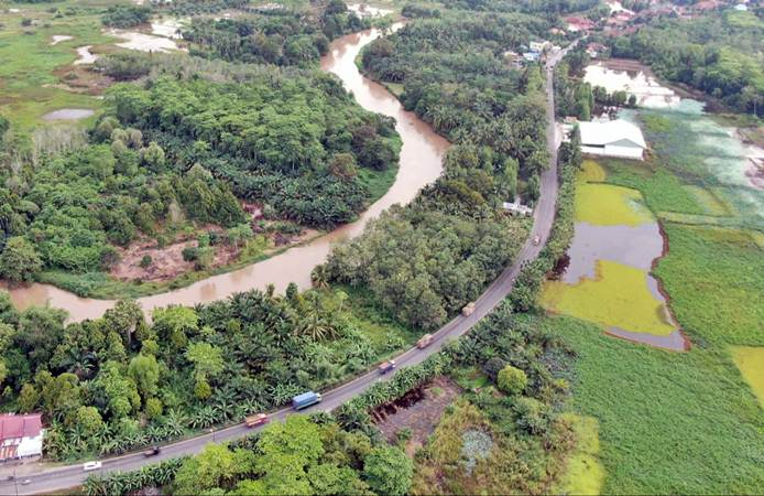 Foto udara jalur lintas Sumatra Timur di Kayu Agung, Ogan Komering Ilir, Jumat (3/5/2019). - Bisnis/Abdullah Azzam