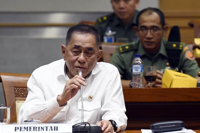 Menteri Pertahanan Ryamizard Ryacudu menyampaikan tanggapan usai rapat kerja bersama Komisi I DPR di Kompleks Parlemen Senayan, Jakarta, Selasa (12/3/2019). - ANTARA/Puspa Perwitasari