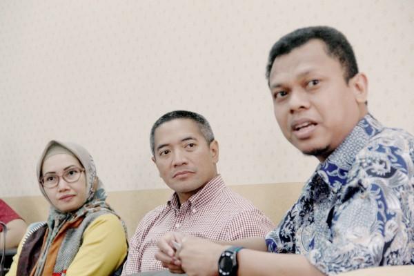 CEO & Co-Founder PT Investree Radhika Jaya (Investree) Adrian Gunadi (tengah) diterima oleh Redaktur Pelaksana Bisnis Indonesia Fahmi Achmad (kanan) saat berkunjung ke Wisma Bisnis Indonesia, Selasa (14/5/2019)./JIBI - BISNIS/Triawanda Tirta Aditya