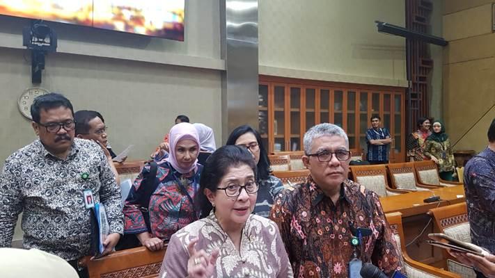 Menteri Kesehatan Nila F. Moeloek memberikan keterangan kepada awak media ketika ditemui di Gedung DPR RI, Jakarta, Selasa (14/5/2019). - Denis Riantiza M
