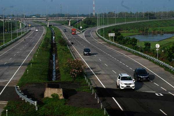 Jalan tol Jombang-Mojokerto (Jomo) Desa Tampingmojo, Kecamatan Tembelang, Kabupaten Jombang, Jawa Timur. - ANTARA/Syaiful Arif