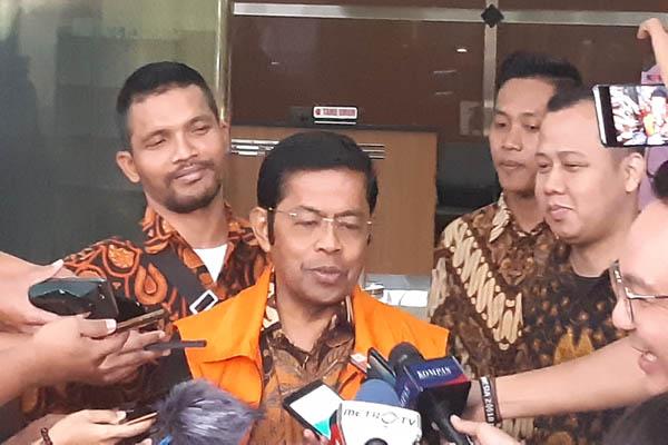 Terdakwa kasus PLTU Riau-1 Idrus Marham usai diperiksa KPK - Bisnis