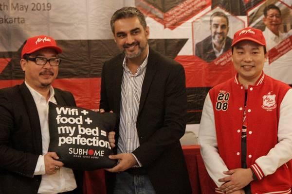 Penandatanganan MoU antara Subhome Hospitality Group dan Air Asia Esports dengan Indonesia Proptech Association di Jakarta, Rabu (15 - 5). (Kiri ke kanan) Chairman Indonesia Proptech Association Rusmin Lawin, CEO Subhome Hospitality Group Sandeep S. Grewal, dan Head of Air Asia Esports Club Allan Phang.